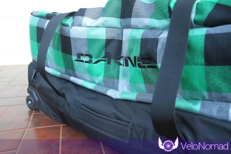 Dakine Split Roller Review:Side handle