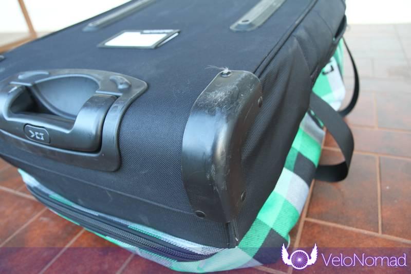 Dakine Split Roller Review:Plastic protectors on top corners
