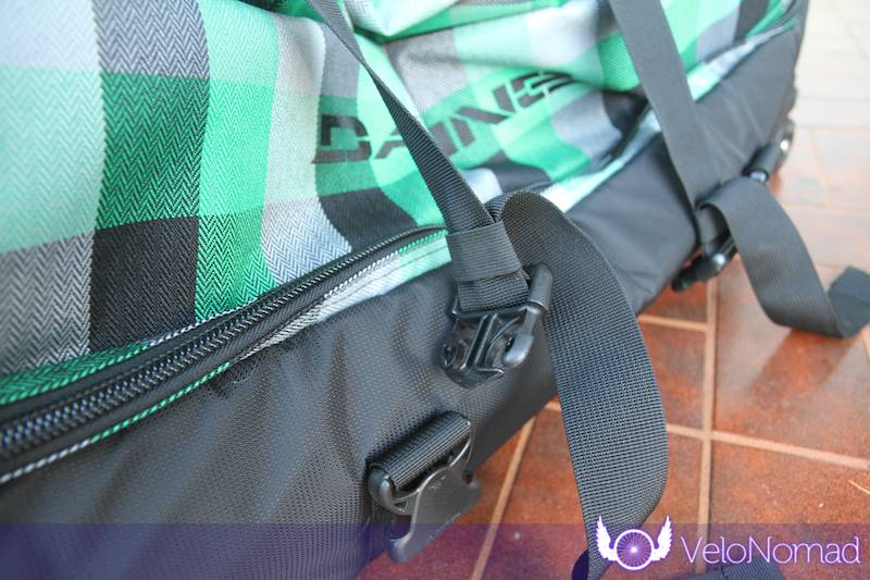 Dakine Split Roller Review: Compression straps
