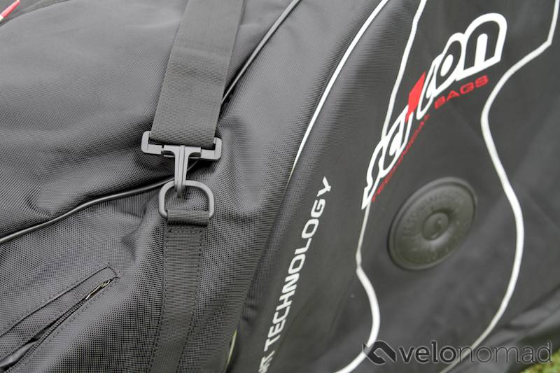 Scicon Aerocomfort 2 TSA bike bag review: Shoulder strap and plastic D ring