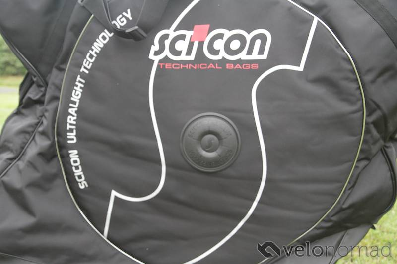 Scicon Aerocomfort 2 TSA bike bag review: plastic discs for hubs