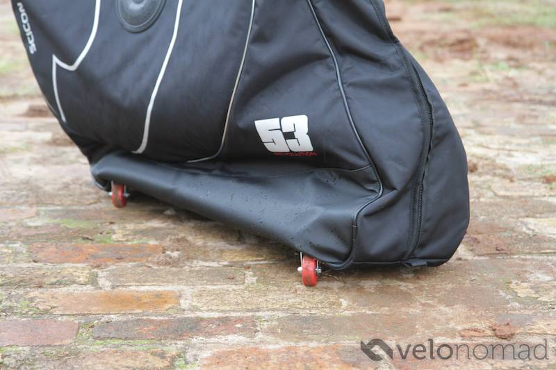 Scicon Aerocomfort 2 TSA bike bag review: hanging over castor