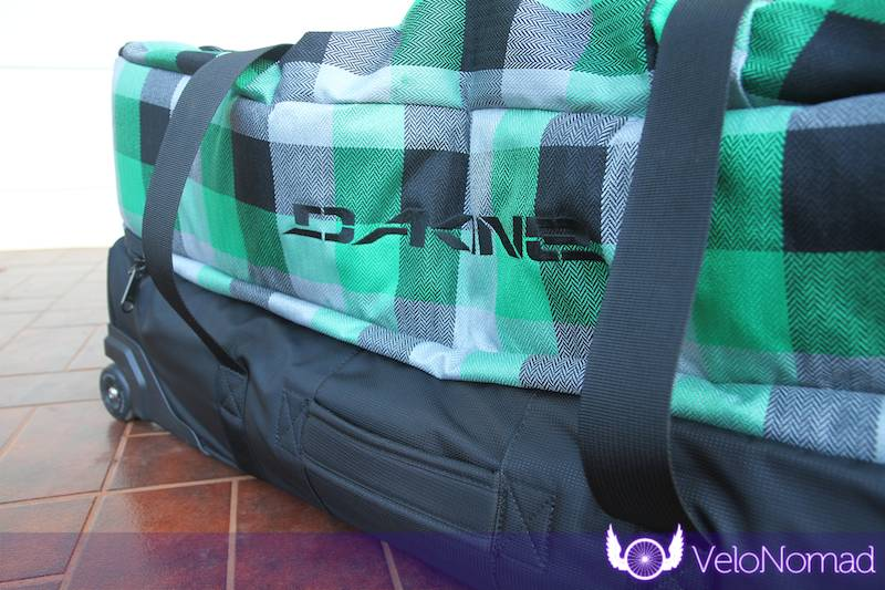 Dakine Split Roller Review:Side handle